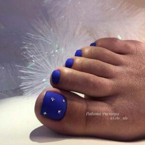Matte toe nail art