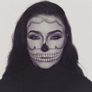 Skeleton illusion look