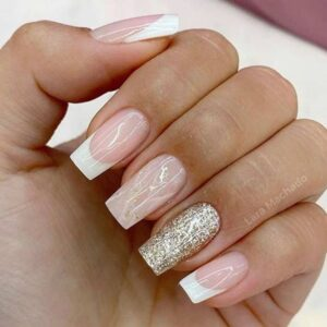 Simple white tips with glitters